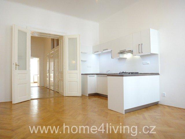 Pronájem luxusního bytu 2+kk, Brno - Centrum, ul. Hlinky, vlastní plynový kotel, nová kuchyňská linka, myčka, šatna, komora, uložné prostory, nová plastová okna,