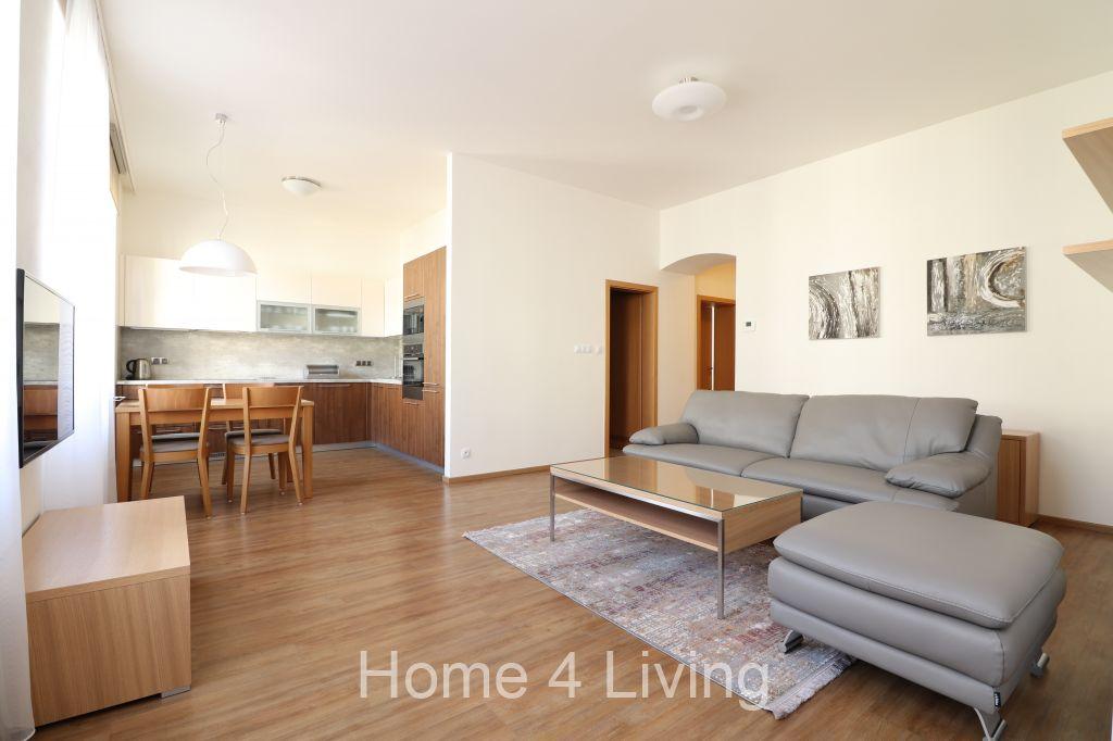 Pronájem nadstandardně zařízeného bytu 2+kk, Brno - centrum, šatna, nová kuchyňská linka vč. spotřebičů, pračka se sušičkou