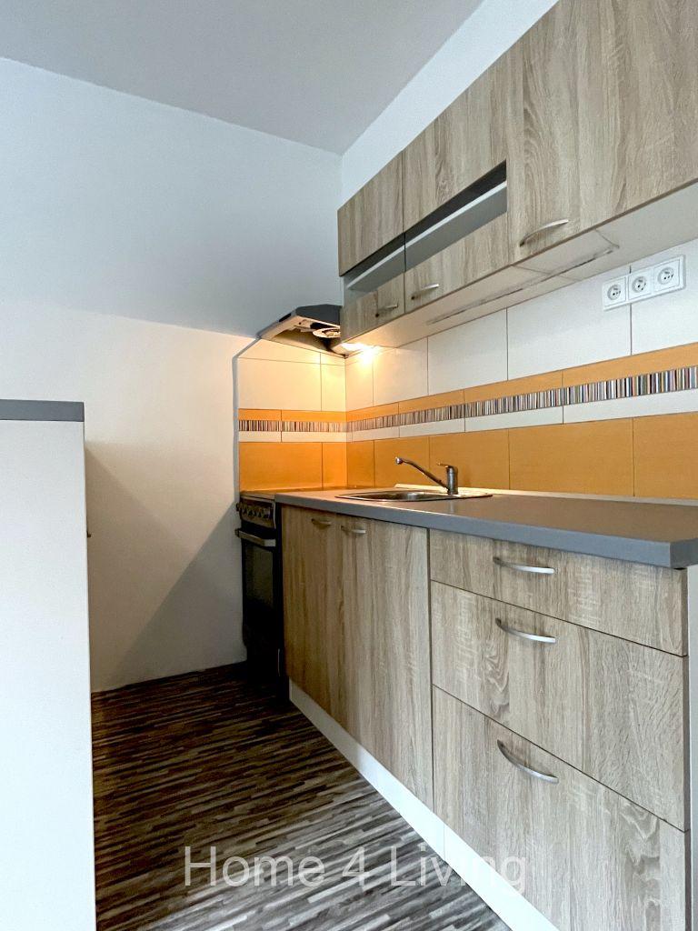 Pronájem bytu 2+kk, Brno - Chrlice, nová kuchyňská linka, sporák, v koupelně sprchový kout