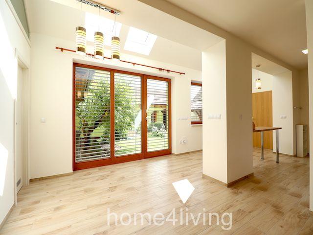 Pronájem nadsandardního bytu 2+1, Velké Němčice, podlahové vytápění, nová kuchyňská linka, komora